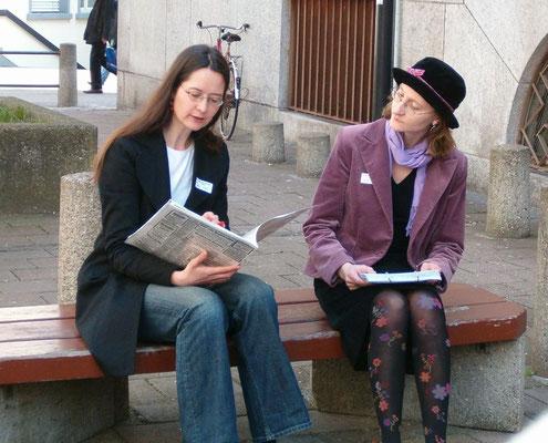 Bei der Peterskirche: Nur sehr beschränkte Berufschancen für junge Frauen damals 1920
