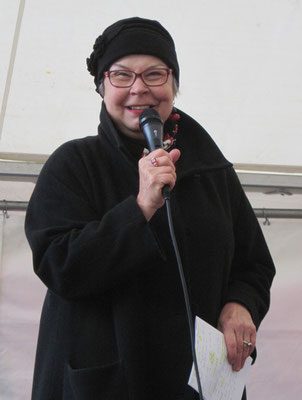 Ursa Krattiger, Co-Präsidentin frbb, ruft die Frauen auf, sich für Frauenrechte einzusetzen.