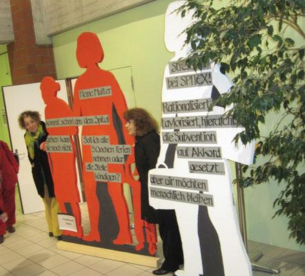 Künstlerische Installation, gestaltet von Susanne Greuter mit Kolleginnen für den 8. März 2010 Basel
