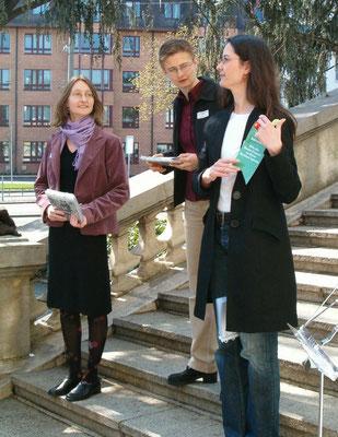 Bernoullianum Begrüssung:  Die 3 Organisatorinnen: Susanna Tschui, Cornelia Jansen und Sabina Braun