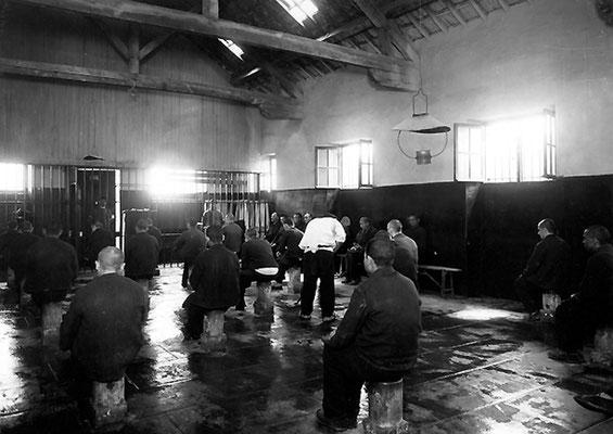 Salle de discipline© Henri Manuel / Fonds Manuel / ENAP–CRHCP