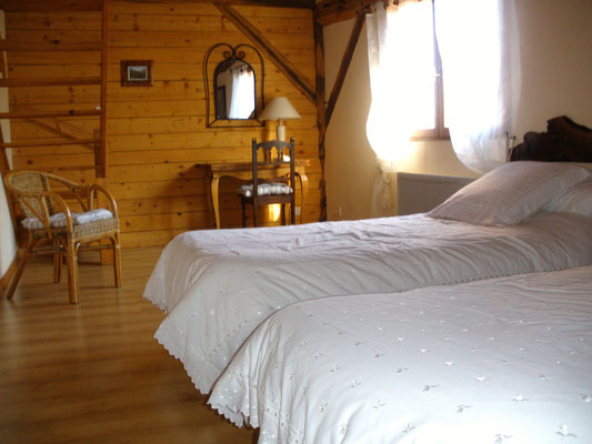 Room n°1 : 68 euros brekfast included for 2 people, 90 euros for 3 people, 116 euros for 4 peolple