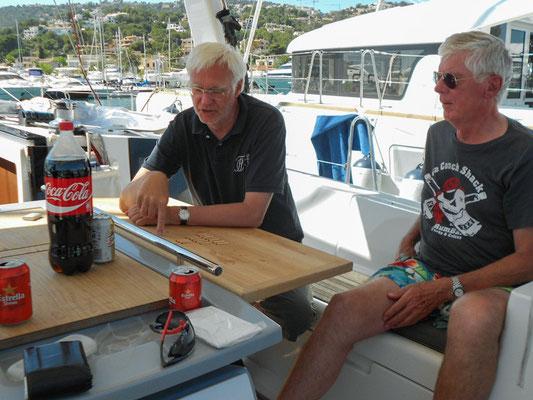 Die beiden Skipper, sehr erfahrene Segler und Alte Herren unseres Corps, geben ihre Freude am Segeln an die jungen Corpsbrüder weiter.