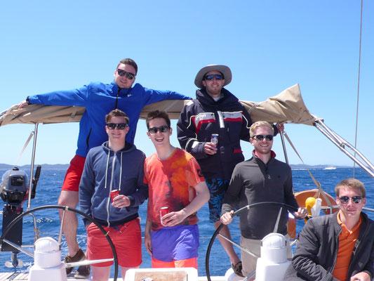 Dir franken-Crew auf See.