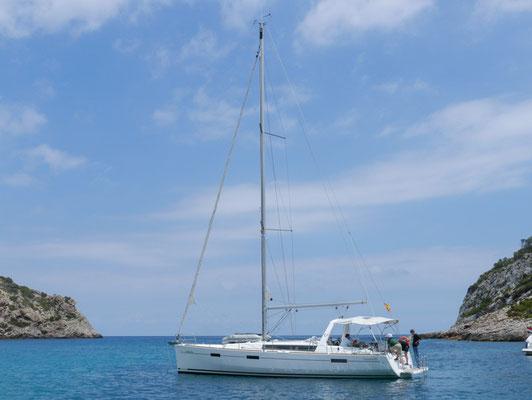 Auf Ibiza und Formentera fanden wir schöne Ankerplätze mit klaren Wasser.