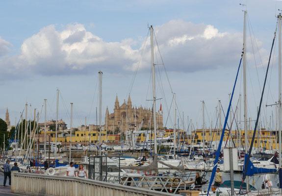 Unser Ausgangshafen war der Real Club Nautico in Palma de Mallorca. Nach Mitternacht starteten wir zur ersten Nachtfahrt in Richtung Formentera.