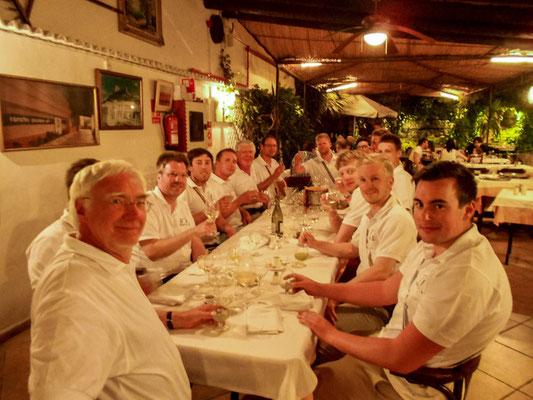 Die Skipper luden am Ende des Törns ihre Mannschaften zum Captain's Dinner in ein mallorquinisches Restaurant ein. Sie bedankten sich bei ihren Crews, dass sie beim Segeln so aktiv mitgemacht hatten und auch bereit waren, etwas Neues zu lernen.