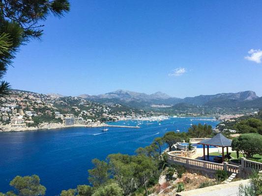 Einer der schönsten Aussichtspunkte von Puerto Andratx (Mallorca) mit Blick auf den Hafen und die Bucht.