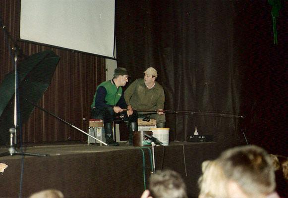 Nol van Zoest en Henk van de Boogaard als de 2 vissers.