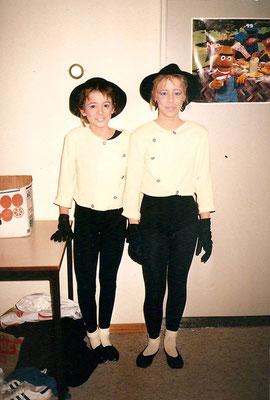 Dit jaar wonnen Kim Reuser en Nancy Ruijs de playbackshow als Mel en Kim en mochten dus meedoen met de Revu.