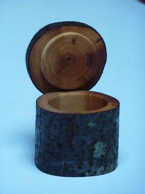 Dose aus Brennholzverwertung, Sorte unbekannt, 64 x 62 mm     BURGDORF