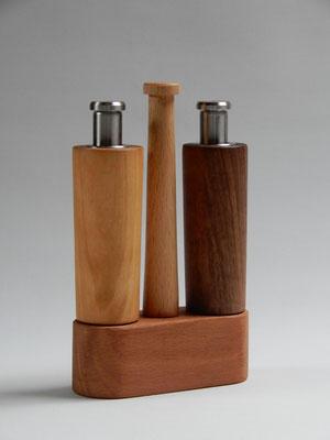 Einhandmühlen, Kirsch-/Nussbaum,   für Salz & Pfeffer,   ca. 4x11x17 cm,   Lieferbar,   CHF 90.-