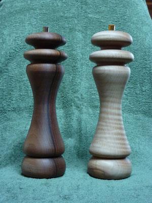 Stahl-/Kunststoffwerk, Nussbaum-Pfeffer/Ahorn-Salz,   ca. 26 cm,   Nur als Paar,       CHF 190.-