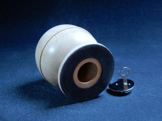 Spardose, Ahorn mit Wurmspuren,     ca.10,5 x 11,5 cm,     CHF 35.-,     Lieferbar