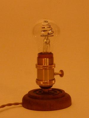 Glimmlampe, Messing, Nussbaum     Höhe ca. 17 cm     CHF 120.-