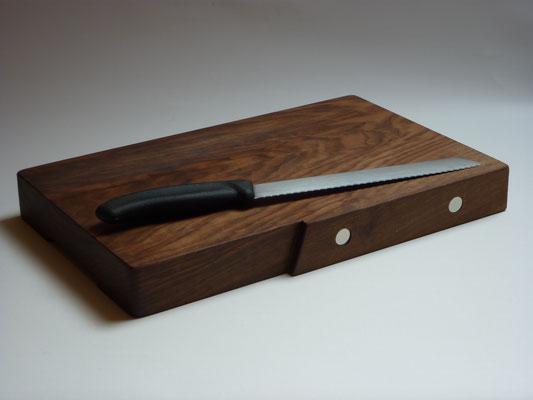 Brotschneidebrett Nussbaum, Neodym-Magnete, Bienenwachs, ohne Messer,   CHF 60.-