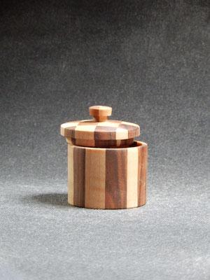Döschen aus Ahorn / Nussbaum     ca. 5x6 cm     CHF 20.-     Lieferbar