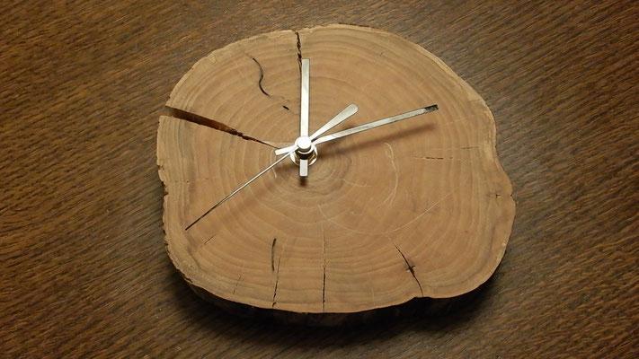 Kleine Holzuhr,     Dm ca. 32 cm,     unverkäuflich