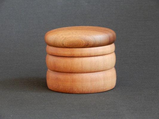 Döschen aus Nussbaum/Palisander,     8,5 x 7,2 cm,     CHF 20.-,     Lieferbar