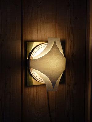 Messing, Sperrholz, Keramik, Vogelaugenahorn-Furnier, 3W LED     CHF 100.-     Lieferbar