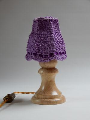 (Nacht-)Tischlämpchen,     gehäkelte Baumwolle/Ahorn,     ca. 13 x 26 cm,      CHF 135.-     Lieferbar