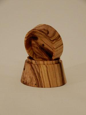 Kleine Dose aus Olivenholz,     ca. 85 x 60 mm,     CHF 20.-     Lieferbar