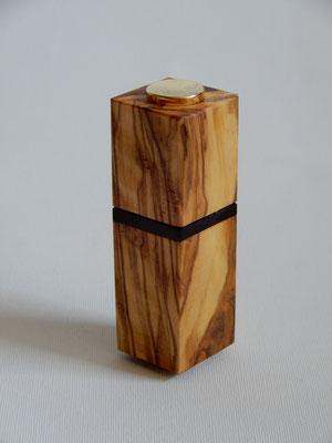 Parfumzerstäuber zum mitnehmen,     Olivenholz/Palisander,     27 x 87 mm,     CHF 30.-,     Lieferbar