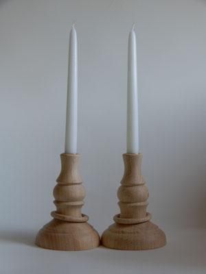 Kerzenständer, gestockter Ahorn, mit gefangenen Ringen,    je 12 x 17 cm,     Paar CHF 90.-,     Lieferbar