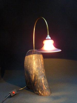 Halogen-Tischlampe, Holzsorte unbekannt, Messing, Glas     Höhe ca. 44 cm     CHF 80.-     Lieferbar