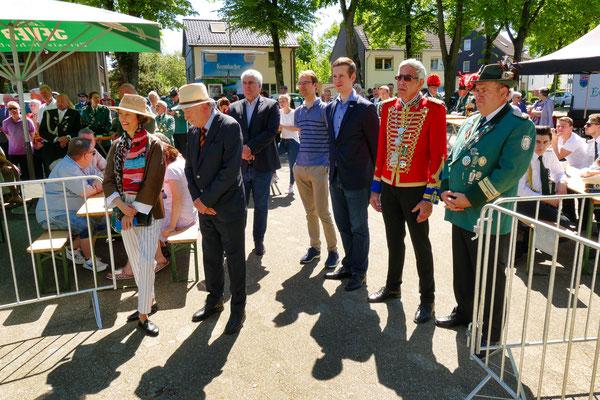 Einweihung des neuen Schießstandes am 06.05.2018: Bürgermeister Christoph Schultz und MdL Christian Untrieser waren bei der Einweihung dabei (Foto: Peter Adelskamp)