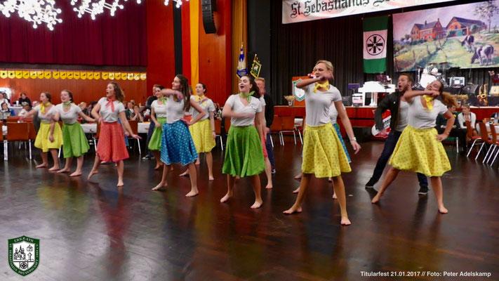 Showdance-Einlage der Tanzschule Iris Graf  (Foto: Peter Adelskamp)