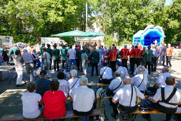 Einweihung des neuen Schießstandes am 06.05.2018: Viele Besucher bei der Einweihung (Foto: Peter Adelskamp)