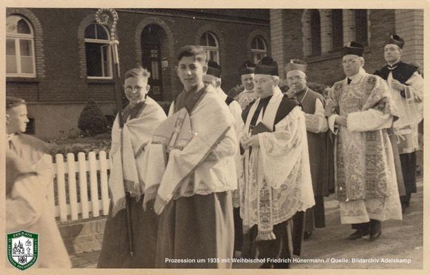 Prozession um 1935 mit Weihbischof Friedrich Hünermann // Quelle: Bildarchiv Adelskamp