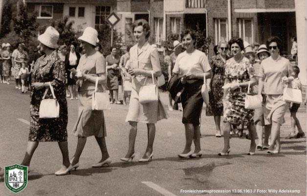 Fronleichnamsprozession 1963. 3.v.l.: Elisabeth Adelskamp. Foto: Willy Adelskamp