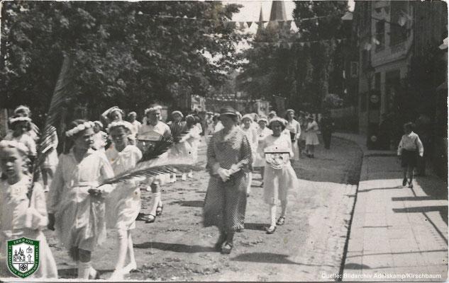 Fronleichnamsprozession um 1934. Quelle: Bildarchiv Adelskamp/Kirschbaum