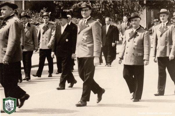 Fronleichnamsprozession 1963. Vorne Mitte: Willy Adelskamp. Foto: Adelskamp