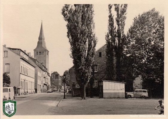 Kreuzstraße und Kirche um 1940. Quelle: Bildarchiv Adelskamp