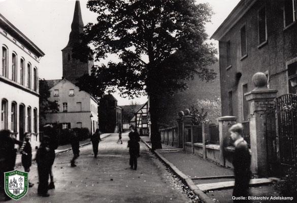 Kereuzstraße und Kirche um 1940. Quelle: Bildarchiv Adelskamp