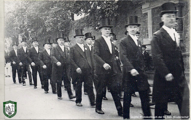 Festzug an der Kirche vorbei 1934. Quelle: Protokollbuch der SSB