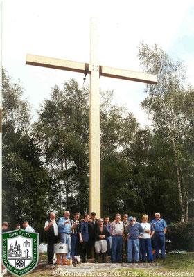 Aufstellung der Hochkreuzes. Foto: Peter Adelskamp