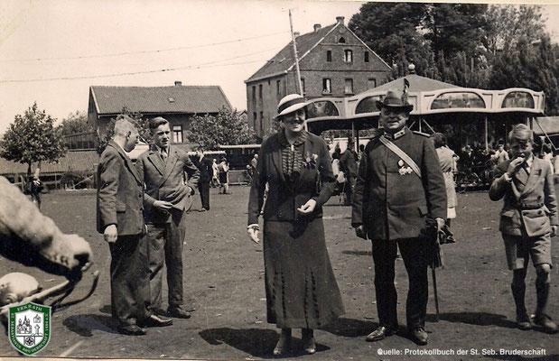 Auf dem Festplatz 1934. Königin Margarethe Kirschbaum. Quelle: Protokollbuch der SSB
