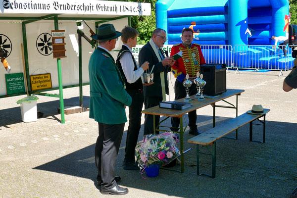 Einweihung des neuen Schießstandes am 06.05.2018: Andacht und Segnung mit Präses Günter Ernst (Foto: Peter Adelskamp)