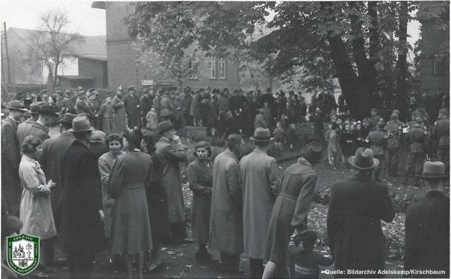 Platzkonzert in Erkrath um 1934. Quelle: Bildarchiv Adelskamp/Kirschbaum