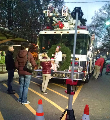 Ladder 1 at the 2017 Tree Lighting Ceremony