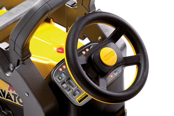 maxi excavator tretfahrzeug spielfahrzeug bagger detail lenkrad