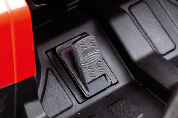 polaris ranger rzr 24v quad elektrofahrzeug spielfahrzeug detail pedal