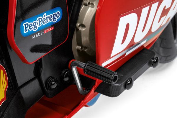 ducati gp elektromotorrad spielfahrzeug detail pedal