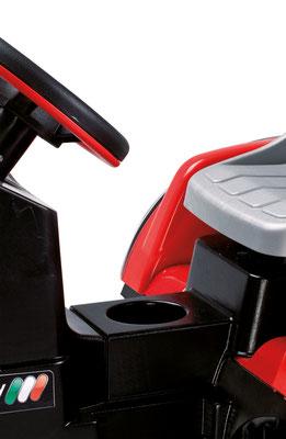 maxi diesel tractor mit anhänger tretfahrzeug spielfahrzeug detail sitz