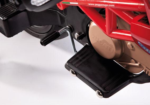 ducati hypercross elektromotorrad spielfahrzeug detail pedal
