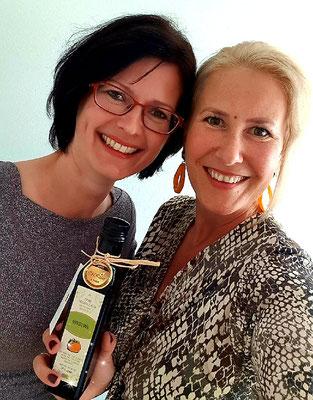 Helga Steindl mit Tanja Rienößl